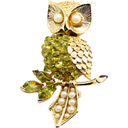 Vintage Unsigned Swoboda Polished Peridot Stone and Cultured Pearl Owl Brooch