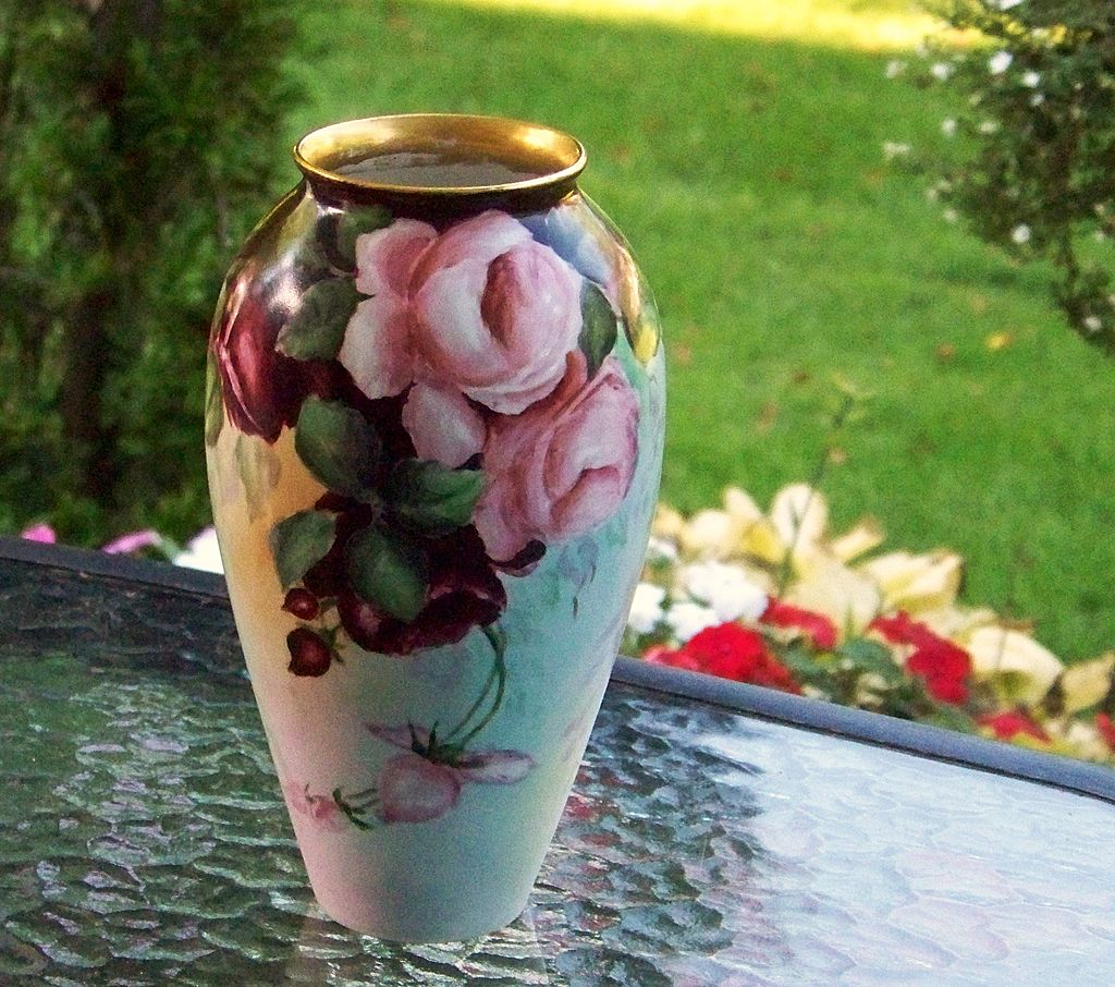 "Gorgeous Vintage 1915 Bavaria Hand Painted ""Deep Red & Pink Roses"" 8-1/8"" Vase by Artist, ""M.W. Poole"""