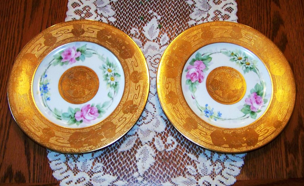 "Hutschenreuther Selb Bavaria 1900's Hand Painted ""Roses, Violets, & Daisies"" 10-7/8"" Plate with Heavy Etched Floral Gold Decor"