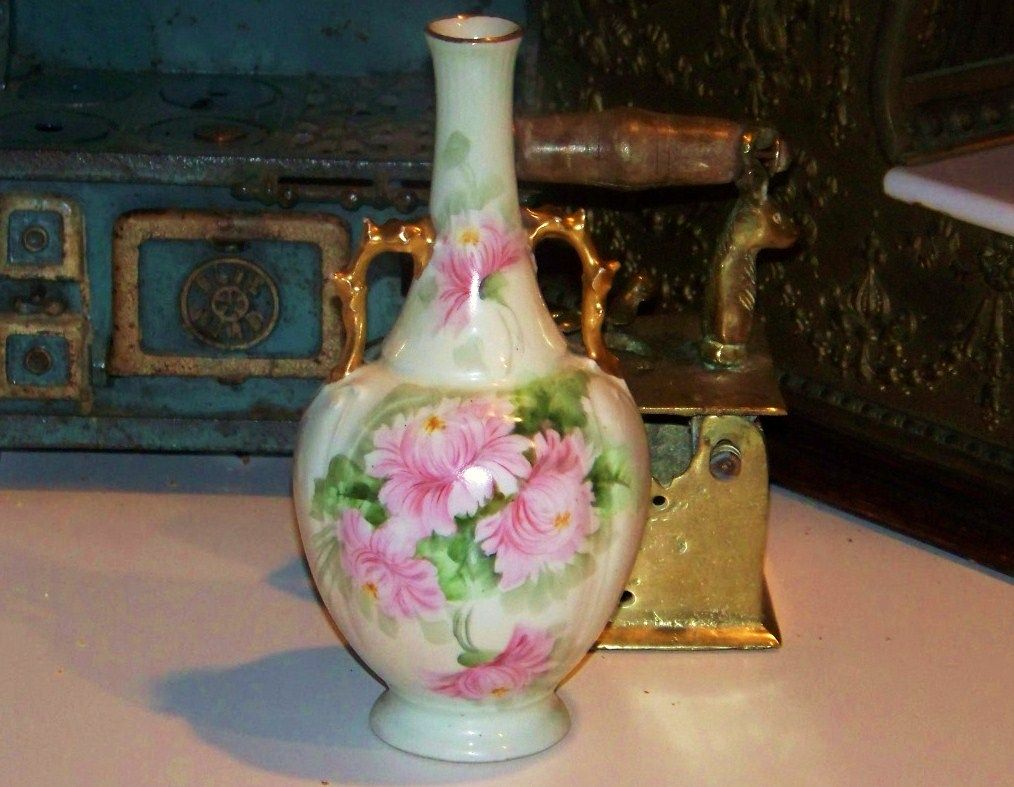"Attractive Vintage GDA France 1900's Hand Painted ""Pink Mums"" 8-3/4"" Vase"