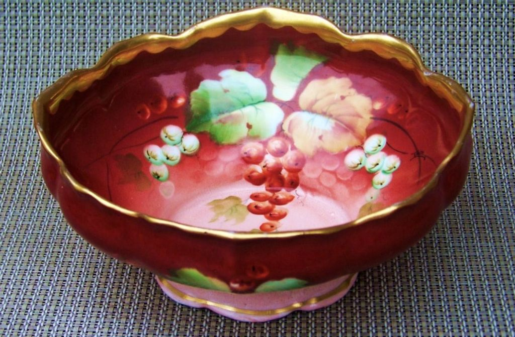 "Exceptional Vintage Early 1900's Hand Painted ""Red Currant"" 6-3/4"" Pedestal Bowl by Pickard Artist, ""Leon"""