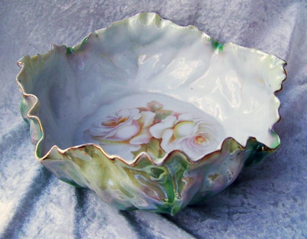 """Vintage RS Germany 1920's Green Irredescent 9-3/4"""" Lettuce Leaf Bowl With """"White Roses With Peach Highlights"""""""