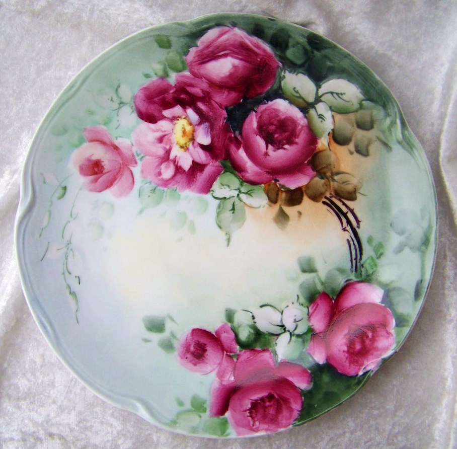 "Outstanding Vintage Bavaria 1900's Hand Painted Vibrant ""Deep Red Roses"" 9-3/4"" Plate"