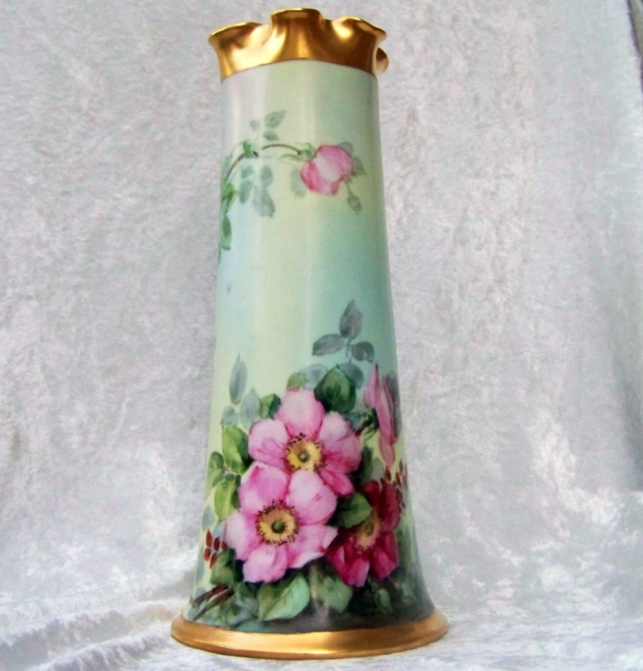 "Gorgeous Bavaria 1900's Vibrant Hand Painted ""Deep Wild Red & Pink Roses"" 11"" Vase"