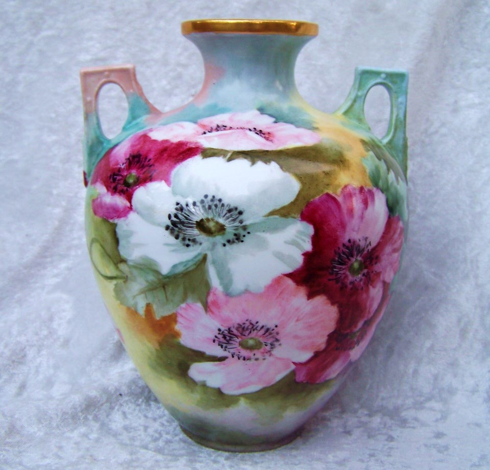 "Beautiful Vintage O.E. & G Royal Austria 1900's Hand Painted Vibrant ""Red, Pink, & White Poppies"" 7-3/8"" Vase"