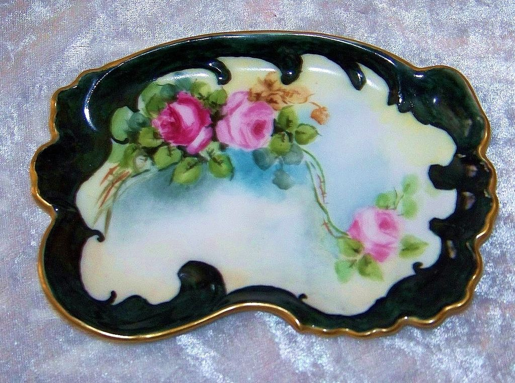 "Beautiful T & V Limoges 1900's Hand Painted ""Red & Pink Roses"" 5-1/4"" Fancy Scallop Pin Tray by Artist, ""Snyder"""