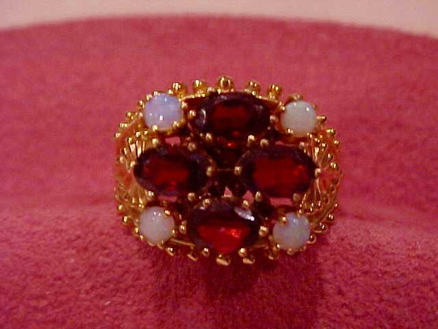 Large Ladies Genuine Garnet & Opal Ring - 14KG - Size 9 1/2