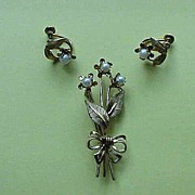 Van Dell Pearl Set - Brooch and Screw-Back Earrings