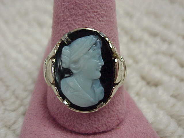 Wonderful Victorian Era Ladies' Onyx Cameo Ring - 14KG - size 11 3/4
