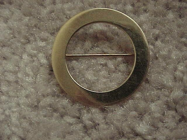 "Circular Brooch - ""O-Shaped"" - 14KG - Plain & Elegant  - 1950's"