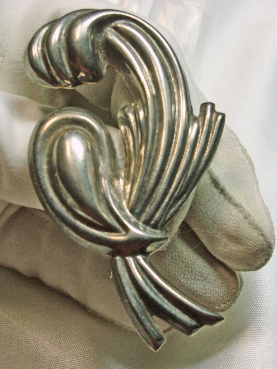 Striking Sterling Silver  Mexican Broach/Pendant with a Ribbon Motif