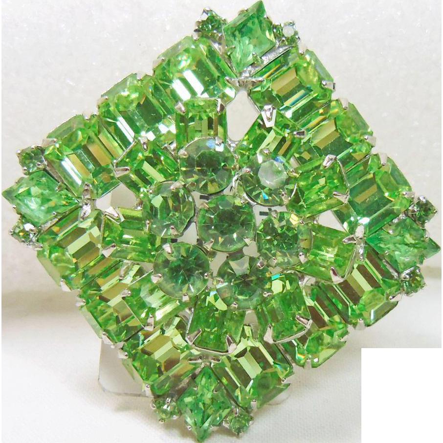Grass Green Rhinestone Weiss Brooch
