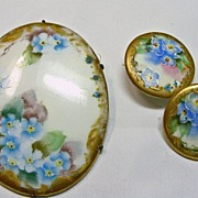 Vintage Oval Porcelain Broach and 2 Matching Buttons in a Floral Design