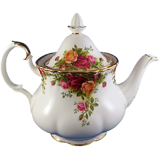 """Royal Albert """"Old Country Roses"""" Teapot, 1962 England"""