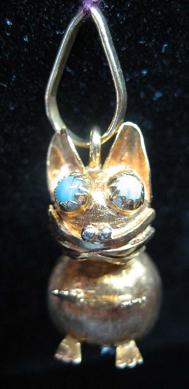 Vintage 18K Gold Large Cat Charm w/Turquoise Blue Colored Stone Eyes