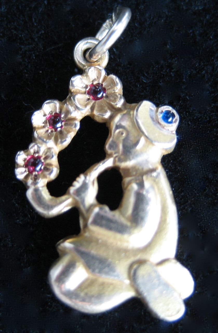 Vintage 10K Chinese Water Pipe Charm