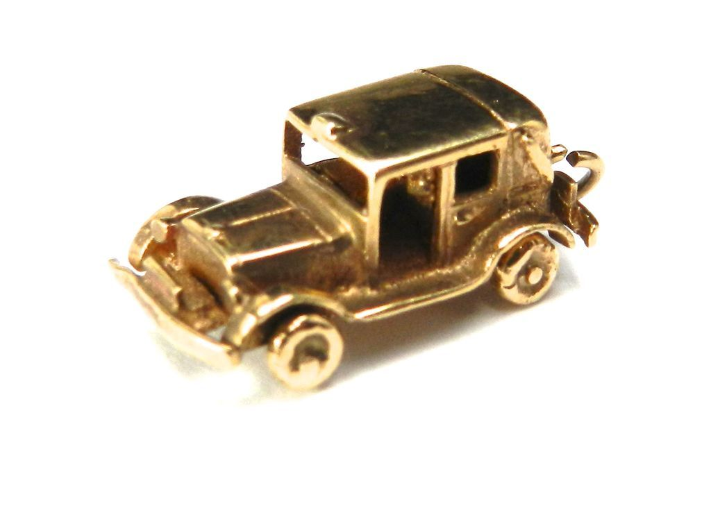 Vintage 9K London Cab with Moveable Wheels Charm