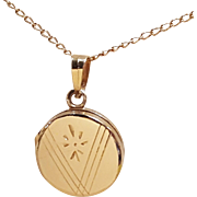 14k Yellow Golden Circle Locket on 14k Gold Chain Vintage Locket