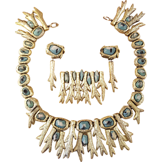 Rare Mary Oros San Francisco Artist Necklace, Clip On Earrings, And Brooch Resin Faux Gold and Turquoise Runway Set Parure