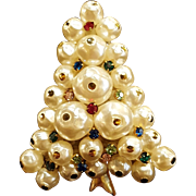 Vintage Faux Freshwater Pearl and Rhinestone Christmas Tree Silvertone Pin Unsigned