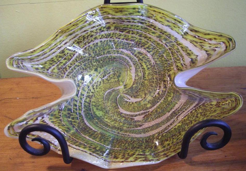 Beautiful mid-century Art Glass piece