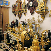 More than 150 TOP quality Antique Clocks.