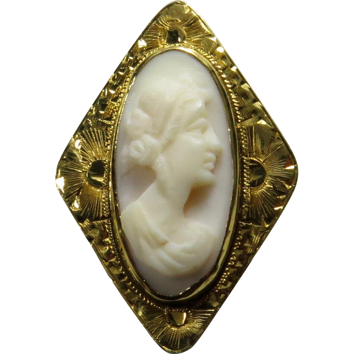 Antique Edwardian 10K Etched Gold Shell Cameo Stick Pin