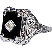 Antique Art Deco 10K White Gold Onyx & Diamond Filigree Ring