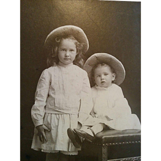 Cabinet card Photograph of sisters Hester & Ruth Vickery Colorado Springs early 1900s