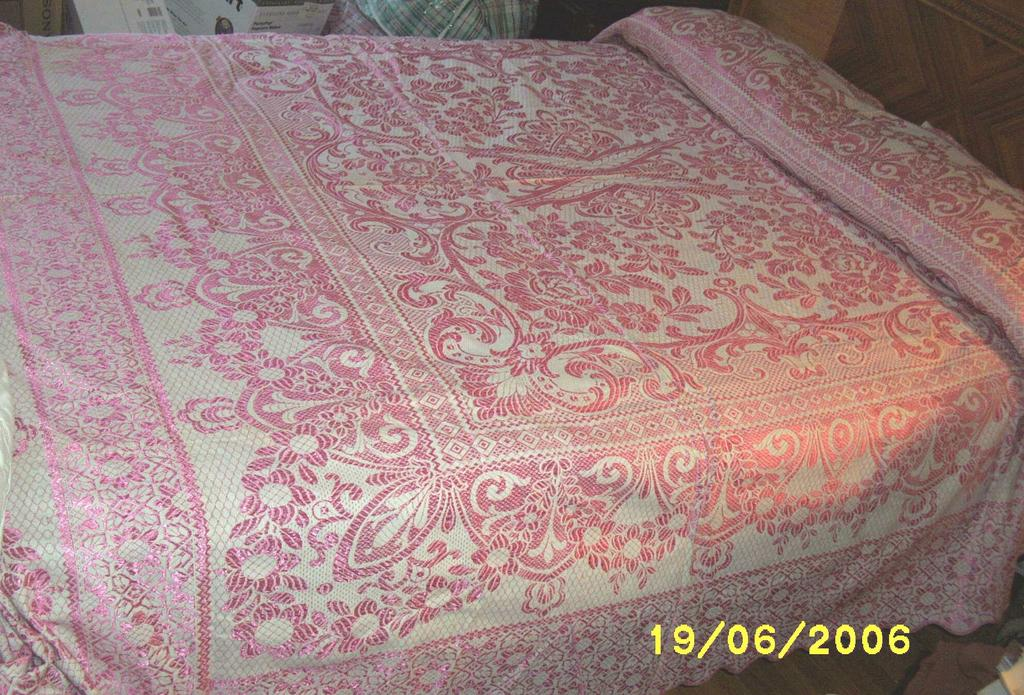 Item ID: BEDSPREAD-1982 In Shop Backroom