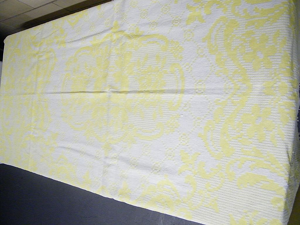Vintage Jacquard Yellow & White  Doublewoven  Cotton  Bedspread Coverlet With Fringe..Excellent Condition...