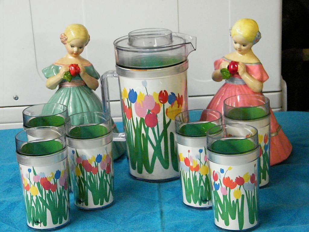 Item ID: BEVERAGE SET INSULATED TULIPS In Shop Backroom