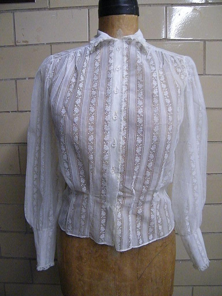 1940's..50's Lace Blouse..Square Neck..Puff Sleeves..Lined..Small..Excellent Condition!