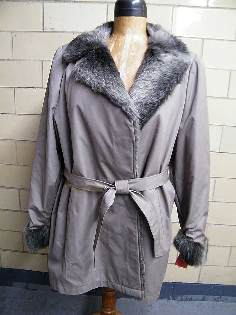 London Fog Car Coat..Beige Cotton & Faux Fur Lined..NWT..Taiwan..1960's..Size 26