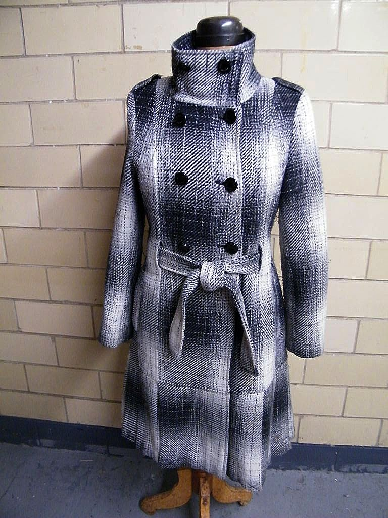Calvin Klein Gray & Off White Short Shadow Plaid Wool Blend Coat With Box Pleats..Size 8