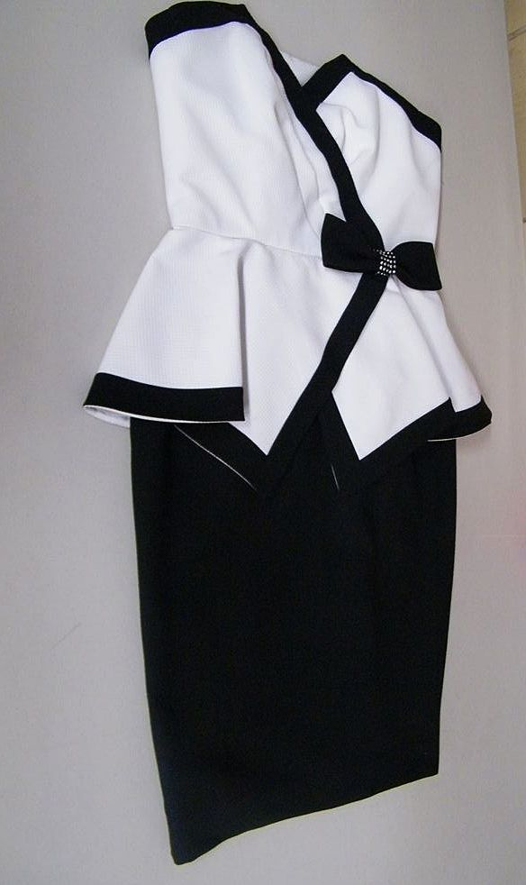 Black / White Pique Peplum Dress By AJ BARI..Size 8 Petite..Excellent Condition