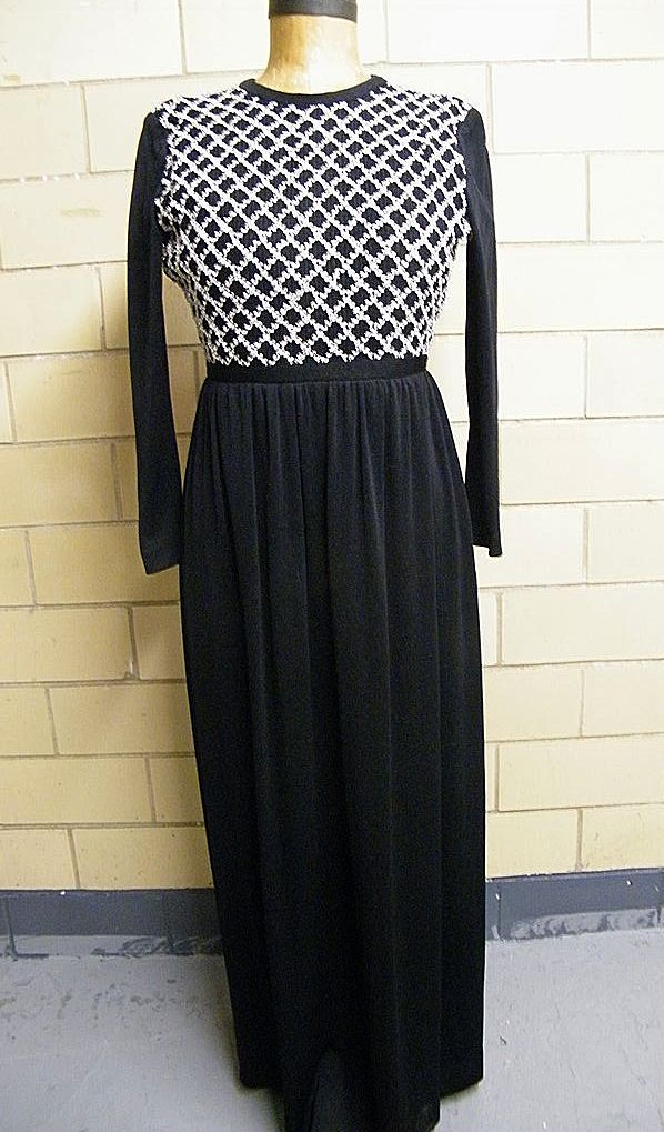 Black Feather-Weigh Knit Cocktail Gown With Silver Metallic  Grid Work Bodice..Excellent Condition