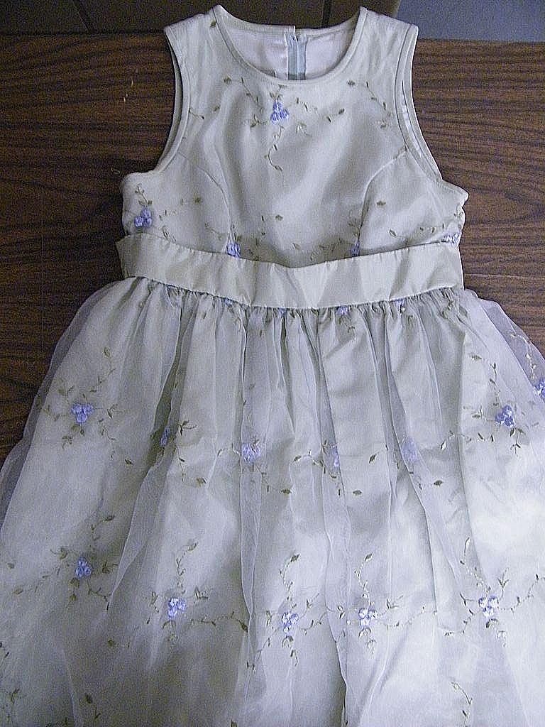 Jessica McCLINTOCK..Girl's Party Dress..Size 7..Mint Green Taffeta..Embroidered Organdy Overlay..Sleeveless..Excellent Condition!