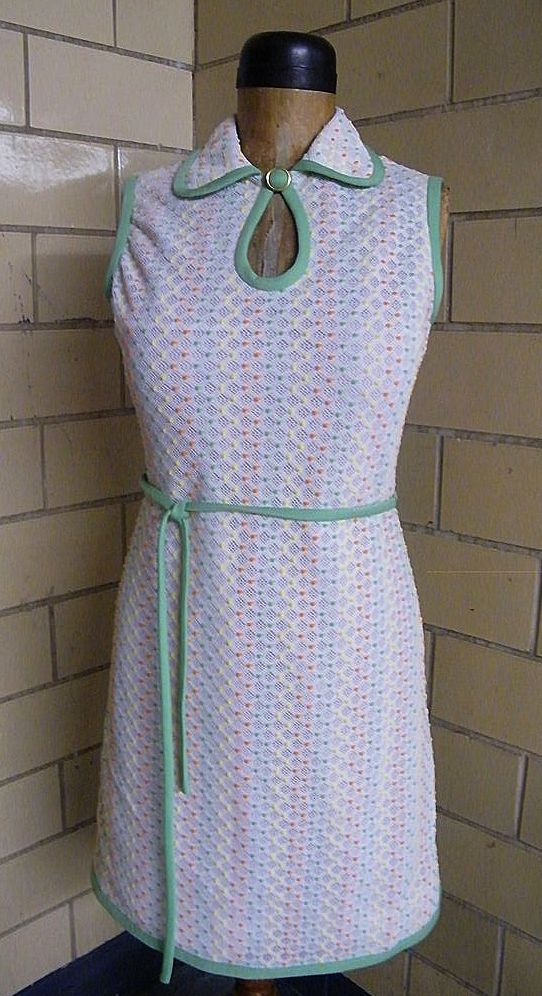 Leslie Fay Sleeveless Cool Crochet Popcorn Knit With White Ground & Lite Orange, Mint Green, & Yellow Raised Stitches..Bound In Mint Green..Excellent Condition!