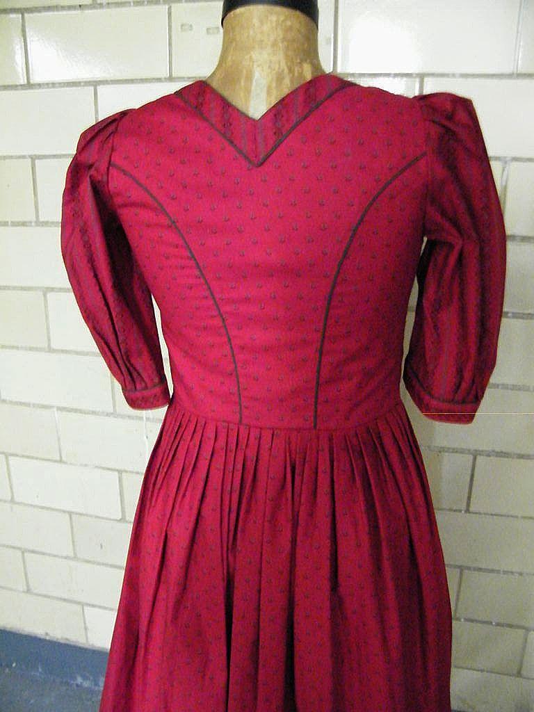 Saltzburger Dirndl Dress From Austria..Dark Red Calico Print..NOS..Size 6/8