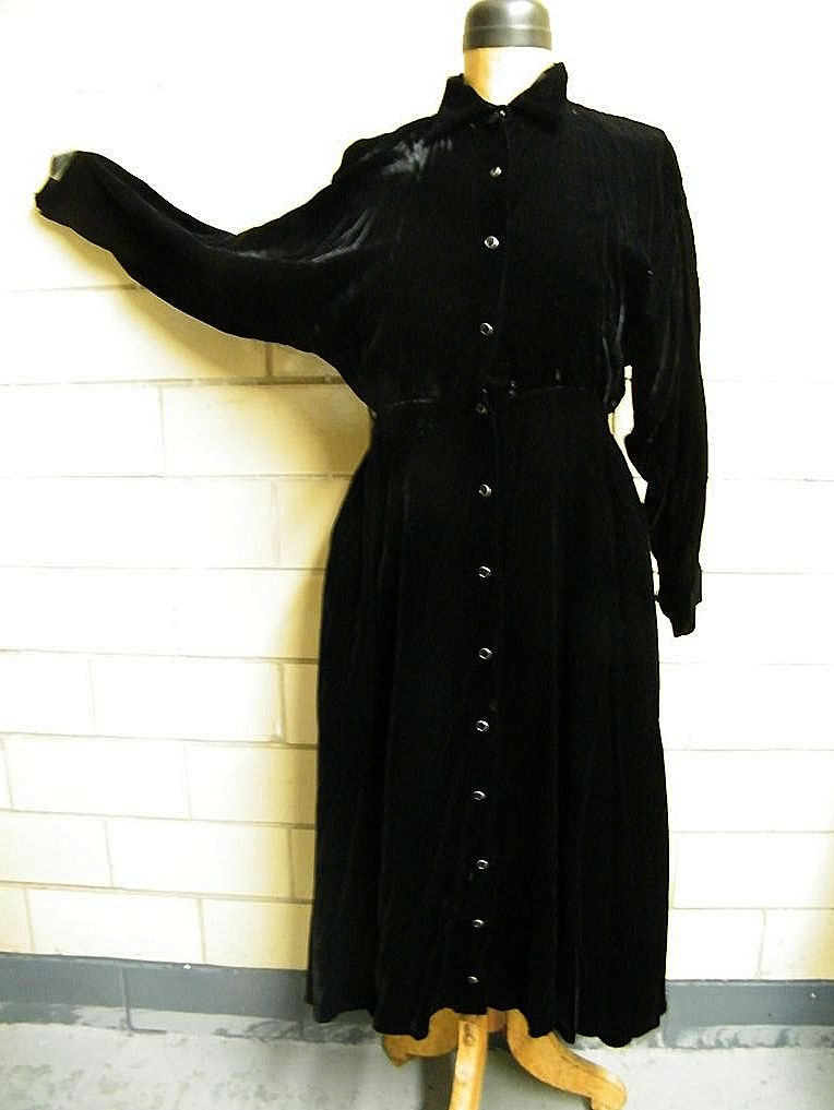 NORMA KAMALI..Black Velvet Shirtwaist Dress..Size 6