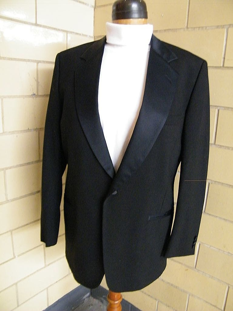 Men's Tuxedo Jacket..Black Wool Sharks Skin..Notched Satin Collar..Size 42L.Excellent Condition
