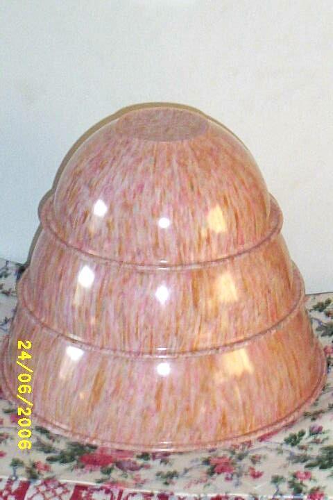Retro..Pink...Brook Park Melamine Mixing Bowls..3-Piece Set..Pink Confetti