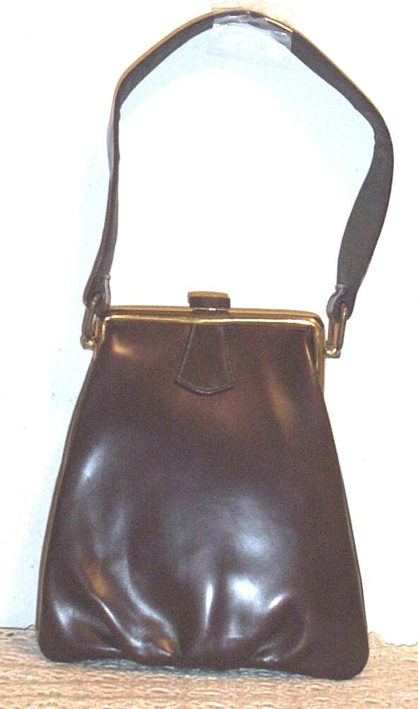 Item ID: PURSE-PAUL BROWN-2173 In Shop Backroom