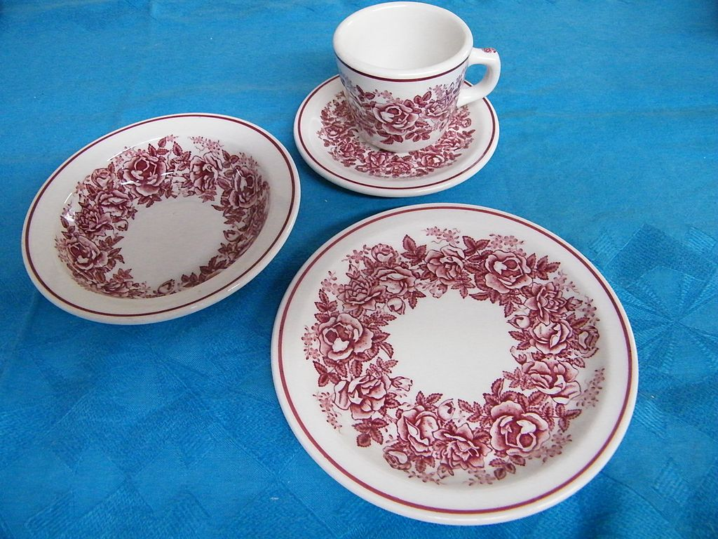 McNichol Hungarian Rose Garland Transferware.. Mug & Saucer/Soup Bowls/Luncheon Plate.. Restaurant-Ware..Set Of 6
