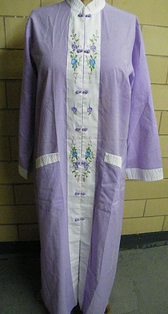Chinese Lounge Robe By Jodi Arden..Hand Embroidered..Lavender / White Polyester Cotton..Size XL..