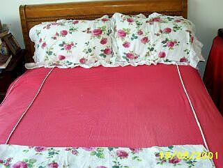 Cotton Plisse Tailored Full Bedspread With Coordinating [Printed) Pillow Shams And [1] Drape