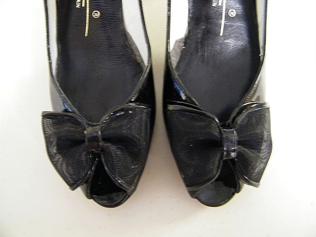 Vintage Black Patent Open Toes With Bow..Shaped High Heels..Caressa Spain..Size 7.5..New Condition!