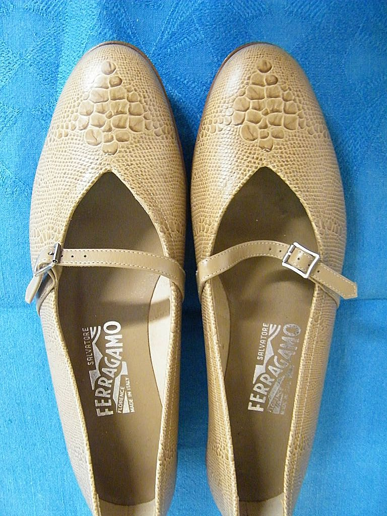 1970's Salvatore  Ferragamo Beige Embossed Snakeskin Flats With Oval Heel..7-B..Mint