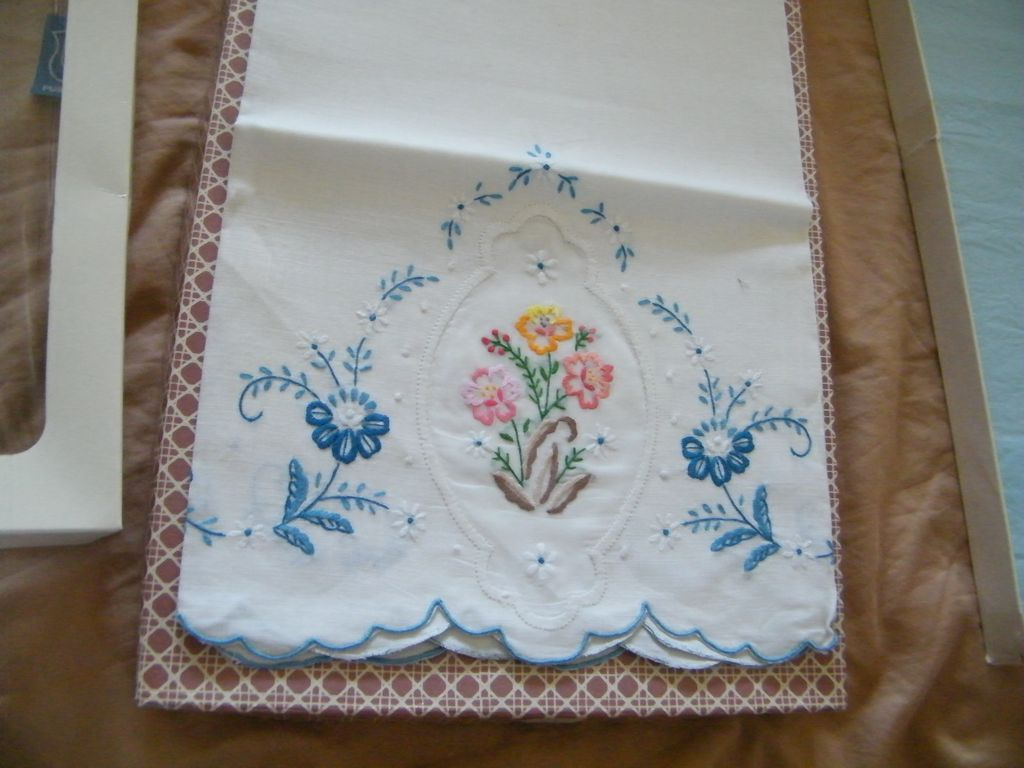 Vintage..Over-Sized Linen Guest Towel's...Embroidered..Italy..Purolino..New Condition..6 Available